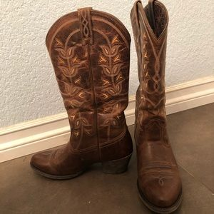 Women's Ariat cowgirl boots worn once
